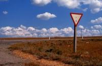 Нужно ли уступать дорогу нарушающему ПДД?
