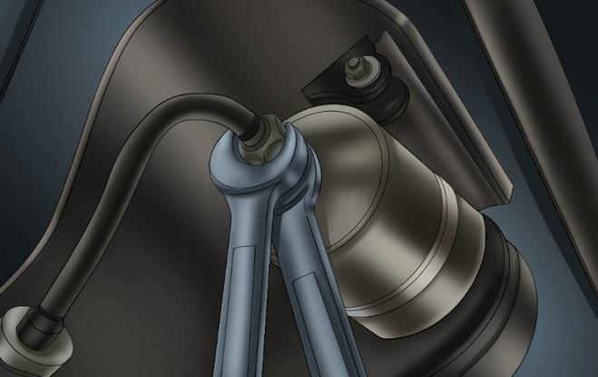 Откручиваем топливный фильтр для последующей замены