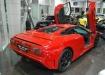 Bugatti EB 110 в красном цвете в шоу-руме автосалона