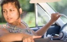 Почему машина шумит при движении задним ходом (ноющий, скулящий звук)?