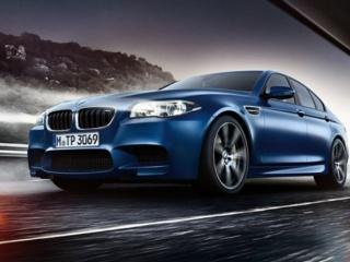 BMW M5 в синем цвете