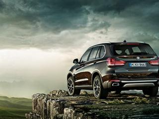 BMW X5 - официальное фото, вид сзади