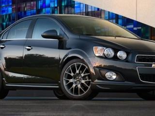 Chevrolet Aveo на городском фоне