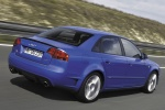 Audi A4 - синий в движении