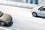 Audi A6 Avant в движении с седаном