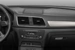 Audi Q3 - панель приборов, руль, консоль
