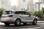 Audi Q7 - официальное фото, в городской суете