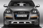 Audi Q7 - вид строго спереди