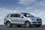 Audi Q7 на фоне неба