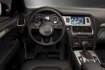 Audi Q7 - руль, вид с водительского места