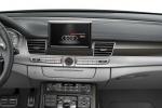 Audi S8 - панель приборов в салоне