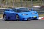 Bugatti EB 110 на гоночном треке
