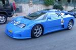 Bugatti EB 110 на дороге в городе