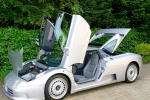Bugatti EB 110 с всевозможными открытыми дверьми