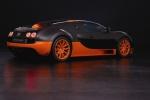 Bugatti Super Sport на тёмном фоне