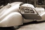 Bugatti Type 57 с открытой дверью
