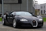 Bugatti Veyron - у стен салона