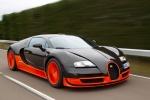 Оранжево-чёрный Bugatti Veyron в движении
