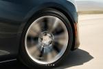 Cadillac CTS - колесо в движении крупным планом