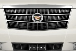 Cadillac Escalade - вид спереди