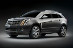Cadillac SRX на чёрном фоне